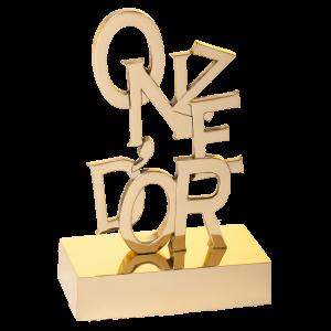 """Trophées personnalisés en bronze florentin massif. Hauteur totale : 230 mm. Trophée remis par le Magazine """"ONZE D'OR"""" à Lionel MESSI, Antoine Griezmann..."""