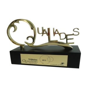 Trophées personnalisés en bronze florentin massif. Hauteur totale : 140 mm. Trophée interne incentive Groupe LA POSTE.